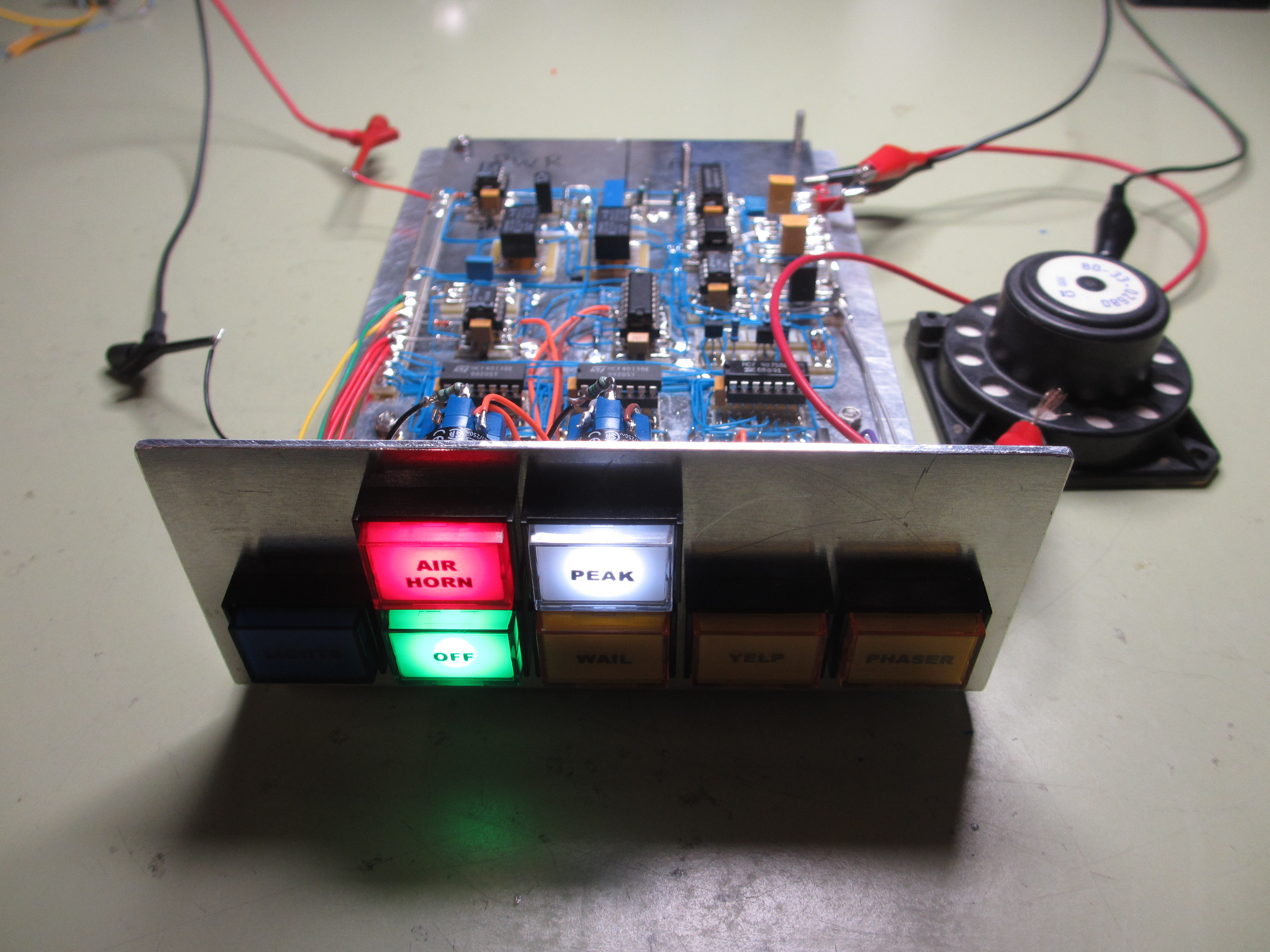 Police Siren Simons Satcom Page Tone Circuit I Will Also Add A Small Power Supply Section With An Lm317 So The 12v Input Is Regulated Down To 8v After That Think Have Played Enough Sirens